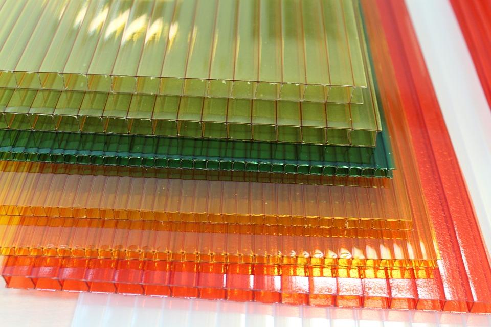 barevmé polykarbonáty