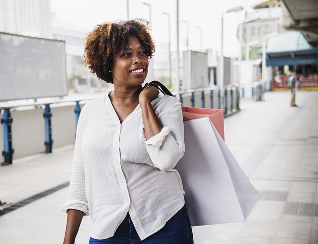 afričanka na nákupech.jpg