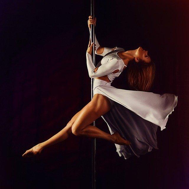 tanečnice pole dance.jpg