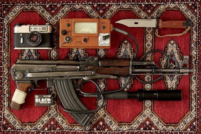 zbraně na koberci.jpg