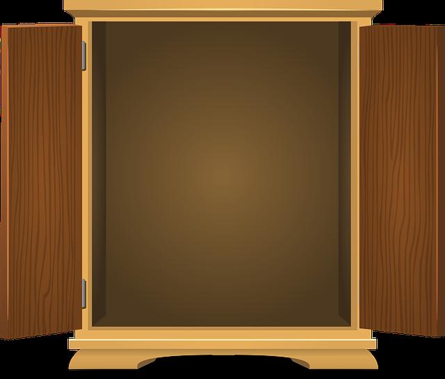 otevřená skříň
